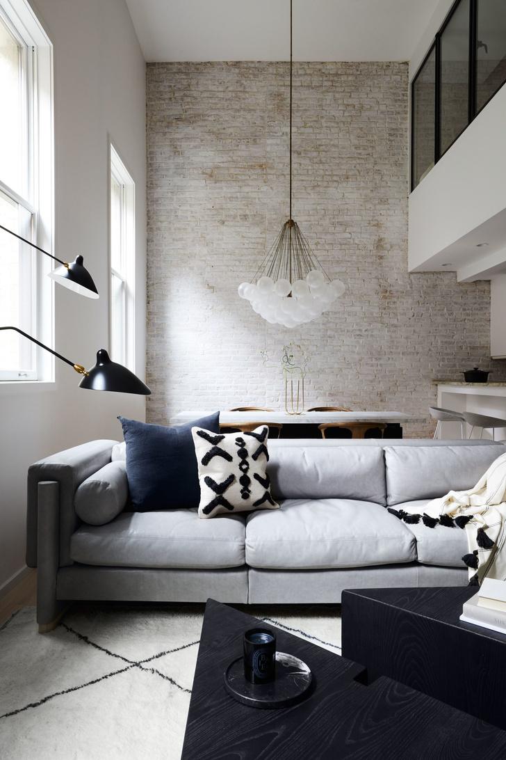 Нескучный монохромный интерьер квартиры в Нью-Йорке (фото 2)