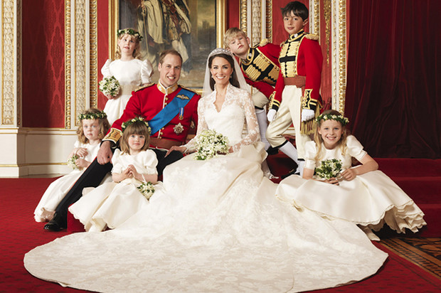 Чем отличаются свадебные портреты Меган и Гарри от фотосессии Кейт и Уильяма? (фото 7)