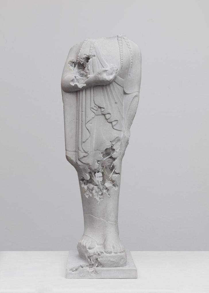 Античные скульптуры на выставке Дэниела Аршама в Париже (фото 8)