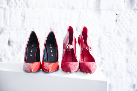 Туфли (слева), Vicini, 20 000 руб.; туфли (справа), Casadei, 43 500 руб.