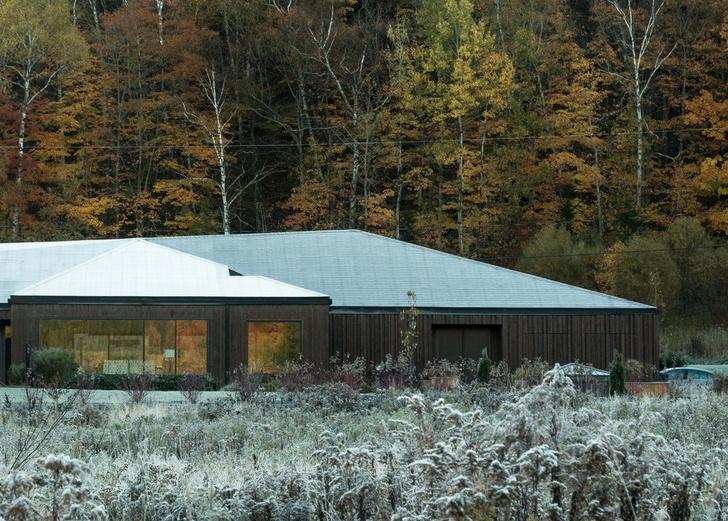 Осенняя соната: дом в поле по проекту Шевалье Моралеса (фото 0)