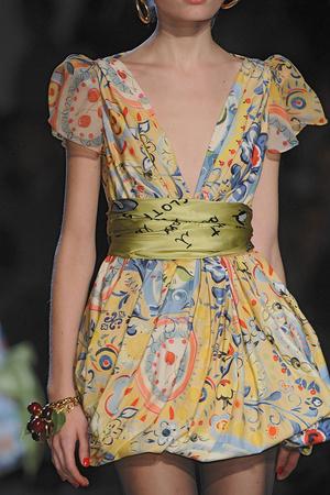 Показ Moschino коллекции сезона Весна-лето 2010 года prêt-à-porter - www.elle.ru - Подиум - фото 117189