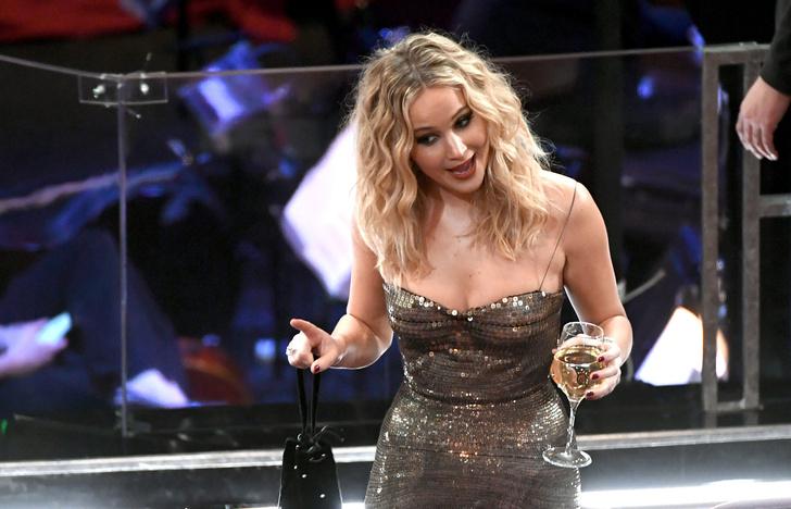 Дженнифер Лоуренс произвела фурор на «Оскаре» (фото 4)