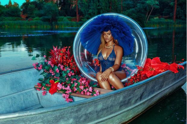 Электрик, лодка и белье: Рианна в новой рекламной кампании Savage x Fenty (фото 1)