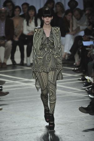 Показ Givenchy коллекции сезона Весна-лето 2010 года prêt-à-porter - www.elle.ru - Подиум - фото 120028