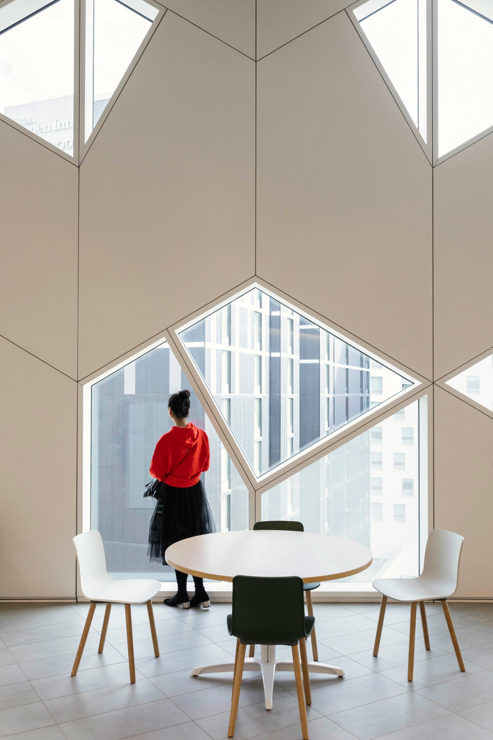 В Калгари открылась городская библиотека по проекту Snøhetta (галерея 10, фото 5)