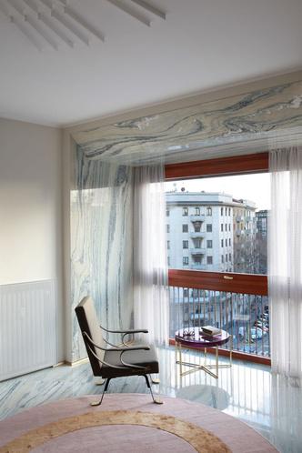 Переливы мрамора: необычный интерьер миланской квартиры (фото 3.2)