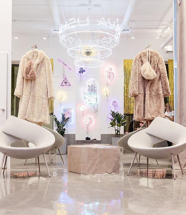 Как выглядят пространства успешных fashion-брендов в России (галерея 8, фото 0)
