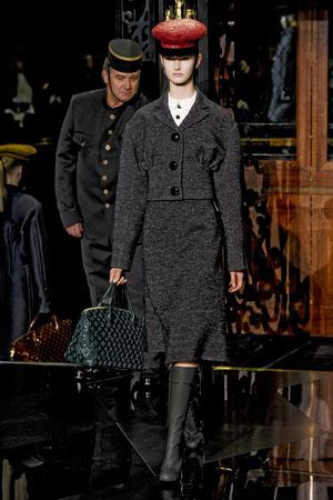 Показ Louis Vuitton коллекции сезона Осень-зима 2011-2012 года Prêt-à-porter - www.elle.ru - Подиум - фото 255490