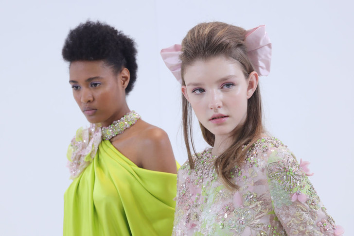 Банты и начесы: ретро укладки Ralph & Russo Couture Spring 2020 (фото 2)