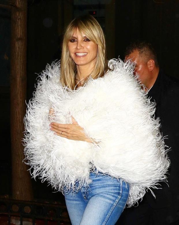 Ночью она превращается в лебедя: Хайди Клум и тысяча перьев (фото 1)
