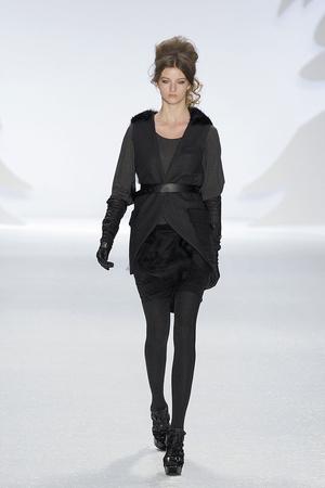 Показ Vera Wang коллекции сезона Осень-зима 2010-2011 года prêt-à-porter - www.elle.ru - Подиум - фото 145684