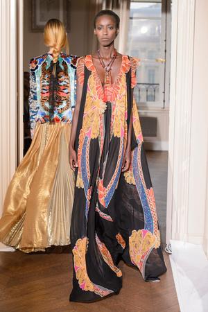 Показ Schiaparelli коллекции сезона Весна-лето  2017 года Haute couture - www.elle.ru - Подиум - фото 616351