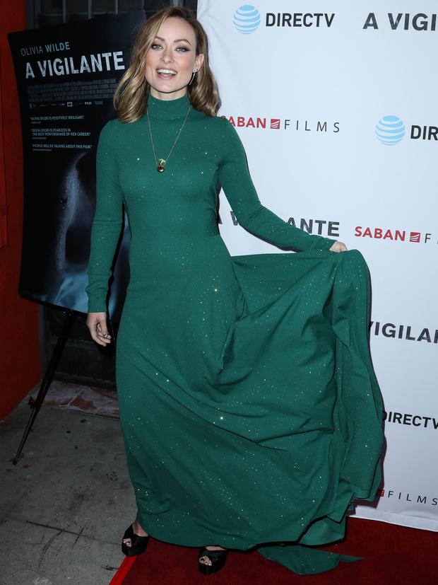 Кому идут платья изумрудного оттенка?  Оливии Уайлд (фото 3)