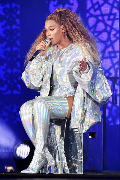Поп-жемчужина: Бейонсе в перламутровом наряде во время выступления на OTR II (галерея 3, фото 2)