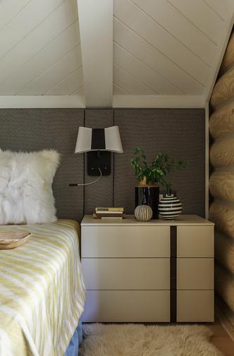 Спальня хозяев. Гардероб, комод и прикроватные тумбы, Jesse. Бра, Designheure.