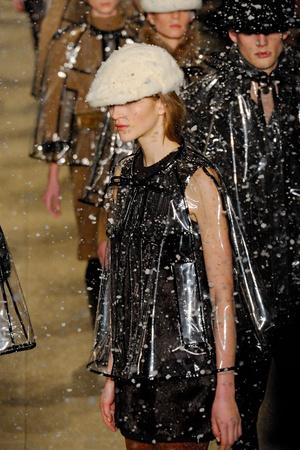 Показ Burberry Prorsum коллекции сезона Осень-зима 2011-2012 года prêt-à-porter - www.elle.ru - Подиум - фото 241588