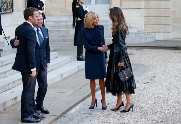 В каком платье Бриджит Макрон встречала самую стильную королеву? (фото 3)