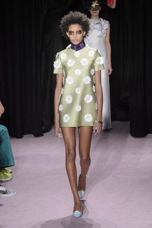Показ Viktor & Rolf коллекции сезона Весна-лето 2018 года Haute couture - www.elle.ru - Подиум - фото 677261