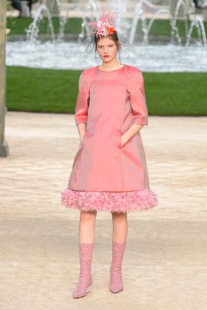 Показ Chanel коллекции сезона Весна-лето 2018 года Haute couture - www.elle.ru - Подиум - фото 673961
