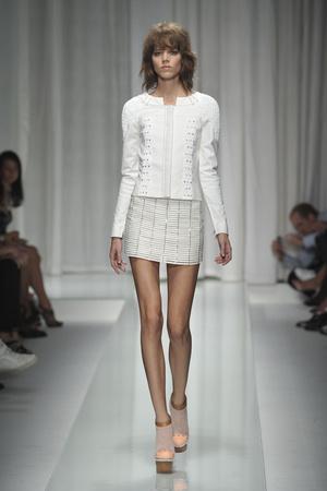 Показ Versace коллекции сезона Весна-лето 2010 года prêt-à-porter - www.elle.ru - Подиум - фото 117609