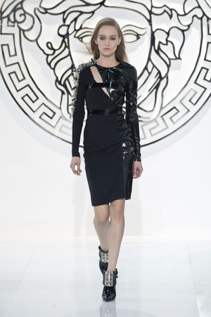 Показ Versace коллекции сезона Осень-зима 2013-2014 года Prêt-à-porter - www.elle.ru - Подиум - фото 519958