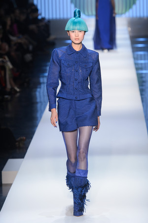 Показ Jean Paul Gaultier коллекции сезона Весна-лето 2018 года Haute couture - www.elle.ru - Подиум - фото 677031
