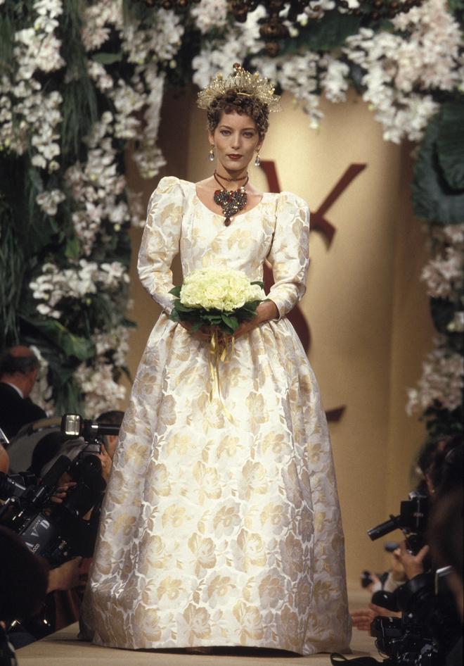 10 культовых свадебных платьев Ива Сен-Лорана (фото 6)