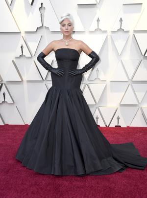 Самые красивые украшения «Оскара-2019» (фото 4.1)
