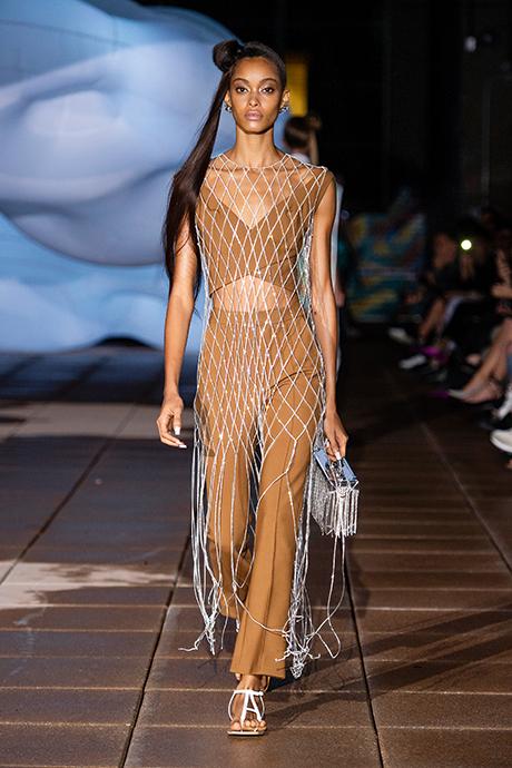 Тренд сезона: платье из сетки (фото 2)