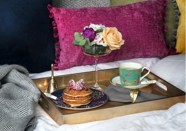 Брызги шампанского, чай, кофе, потанцуем! Три способа отметить 8 марта красиво (фото 13)