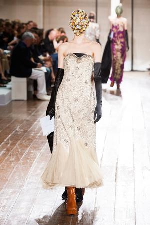 Показ Maison Martin Margiela коллекции сезона Осень-зима 2013-2014 года haute couture - www.elle.ru - Подиум - фото 556300