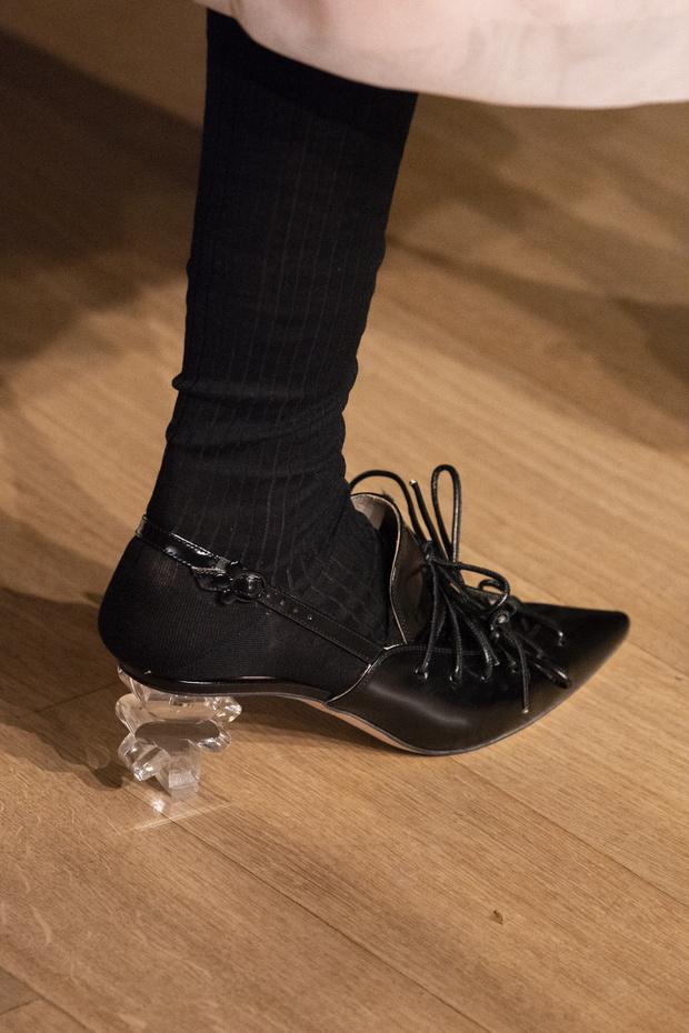 Хлоя Севиньи стала моделью на показе Simon Rocha в Лондоне (фото 9)