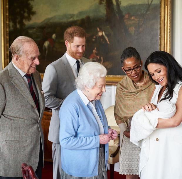 Продолжение следует? Что Меган и Гарри должны доказать королеве за год (фото 3)