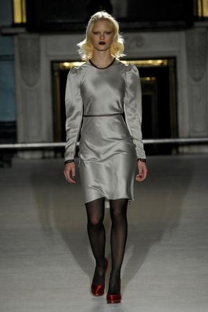 Показы мод Roksanda Ilincic Осень-зима 2011-2012 | Подиум на ELLE - Подиум - фото 2258
