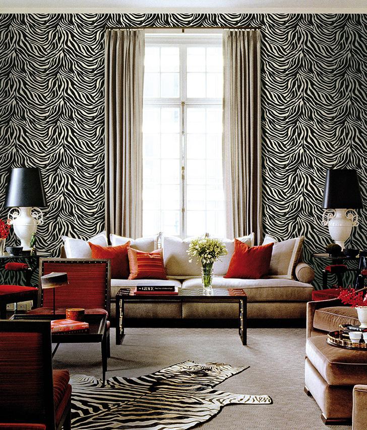 Обои и стеновые панели Zebra, дизайн Роберто Кавалли, Emiliana Parati. Кстати, эти полоски рисовал сам Кавалли, выпускник флорентийской Академии художеств.