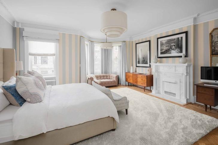 Эмили Блант и Джон Красински продают свой особняк в Бруклине фото [4]
