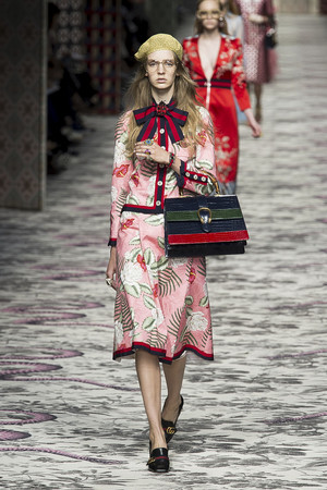 Показ Gucci коллекции сезона Весна-лето  2016 года Prêt-à-porter - www.elle.ru - Подиум - фото 599422