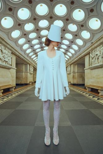 Свадебные платья в стиле 50-х, шляпы и безупречная вышивка: лукбук Edem (фото 7.2)