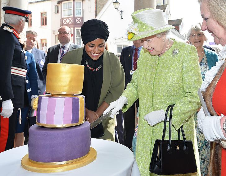 Елизавета II отмечает свой второй день рождения (фото 5)