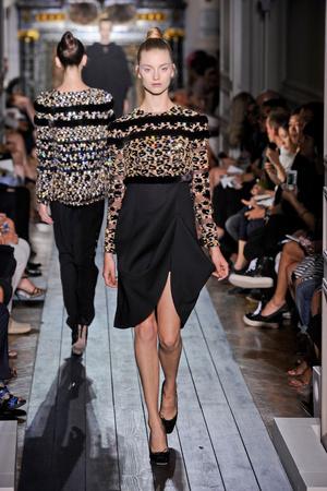 Показ Valentino коллекции сезона Осень-зима 2012-2013 года haute couture - www.elle.ru - Подиум - фото 404947