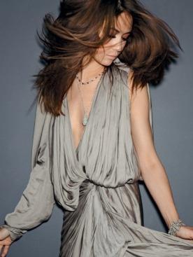 Шелковое платье, Lanvin; колье, рубины, бриллианты, браслет, белое золото, бриллианты, все —Tiffany & Co.; длинное колье, белое золото, бриллианты, Chopard