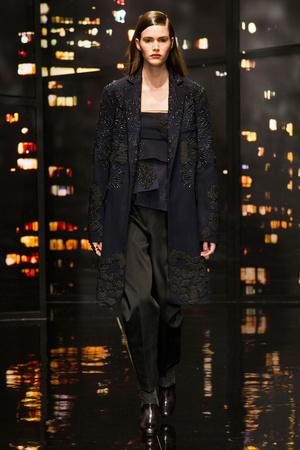 Показ Donna Karan New York коллекции сезона Осень-зима 2015-2016 года prêt-à-porter - www.elle.ru - Подиум - фото 593909