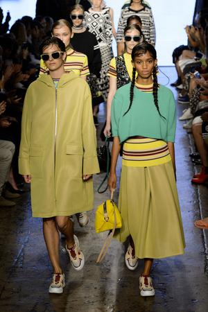 Показ DKNY коллекции сезона Весна-лето 2015 года prêt-à-porter - www.elle.ru - Подиум - фото 586049