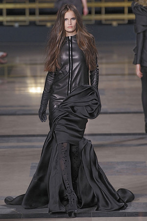 Показ Stephane Rolland коллекции сезона Осень-зима 2010-2011 года Haute couture - www.elle.ru - Подиум - фото 168037