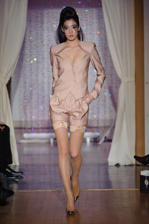 Показ Eric Tibusch коллекции сезона Весна-лето 2013 года Haute couture - www.elle.ru - Подиум - фото 478422