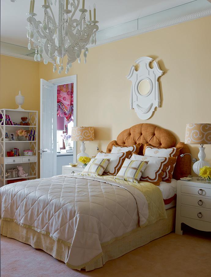 Спальня дочери. Кровать сделана по эскизам декоратора.