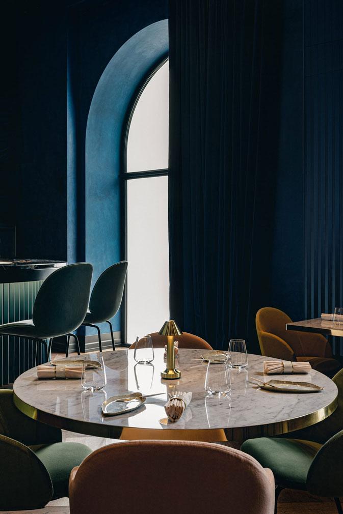 Варшавский ресторан Epoka в оттенках синего (фото 2)