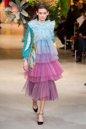 Показ Viktor & Rolf коллекции сезона Весна-лето  2017 года Haute couture - www.elle.ru - Подиум - фото 616818