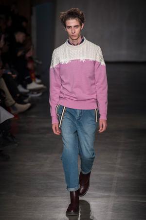 Показы мод Sacai Осень-зима 2017-2018 | Подиум на ELLE - Подиум - фото 4767